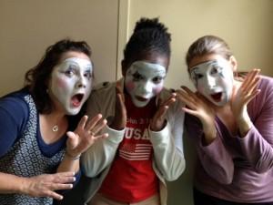 Innovofrance : stage de mime / Rachel et deux étudiantes